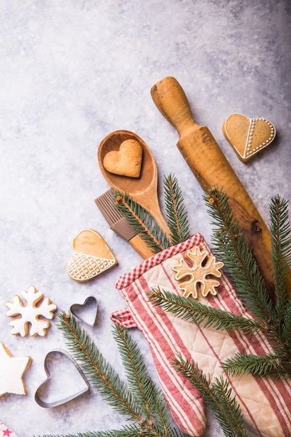 クリスマスの冬の概念を焼く、クッキーを作る焼くための成分、パイ Premium写真