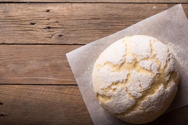 パン、ピザ、パイなどの生地準備レシピ。フード。 Premium写真
