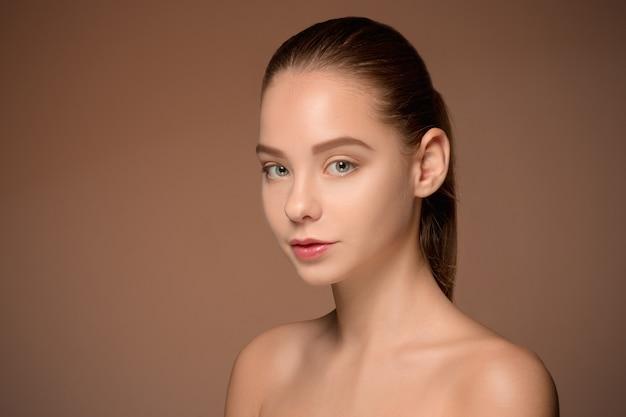 Красивая женщина лицо портрет крупным планом Бесплатные Фотографии