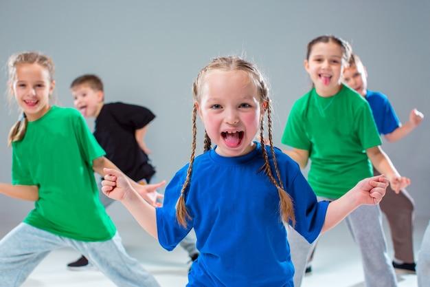 キッズダンススクール、バレエ、ヒップホップ、ストリート、ファンキー、モダンダンサー 無料写真