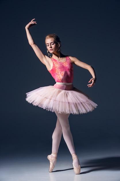 Портрет балерины в балетной позе Бесплатные Фотографии
