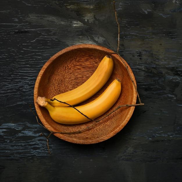 Бананы на деревянной миске Бесплатные Фотографии