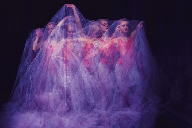 Чувственный и эмоциональный танец прекрасной балерины сквозь пелену Бесплатные Фотографии