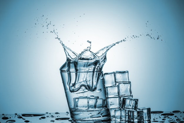 Вода в стакане с плеск воды Бесплатные Фотографии