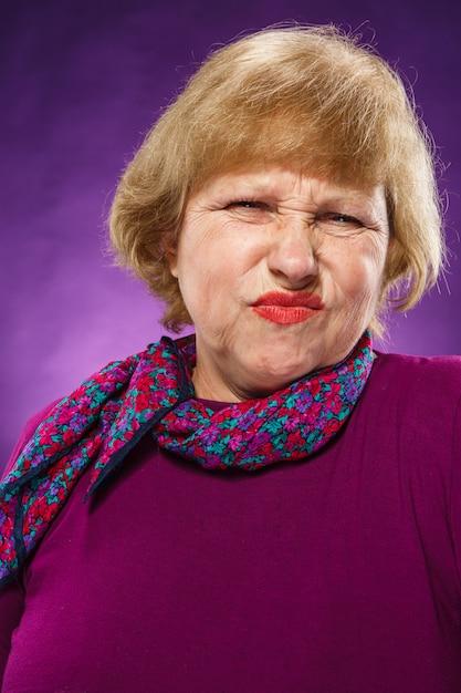 不満の年配の女性 無料写真