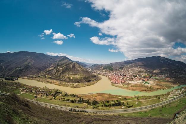 Панорамный вид на мцхету. грузия. Бесплатные Фотографии