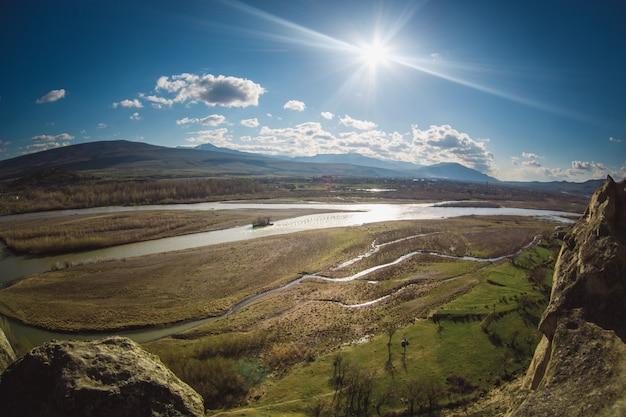 ジョージア州のクラ川またはムトクヴァリ川 無料写真