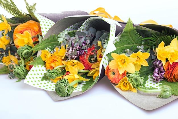 白の花のラナンキュラスの花束 無料写真