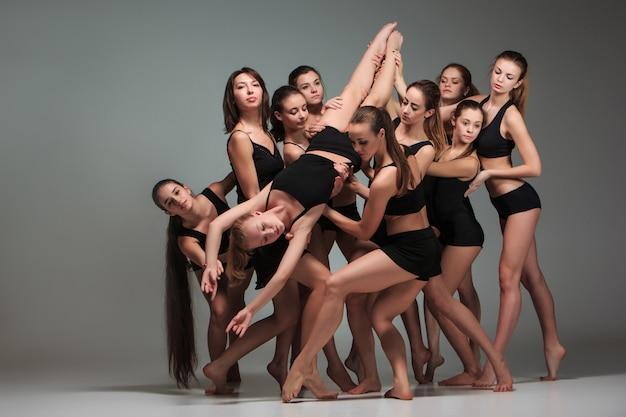 現代のバレエダンサーのグループ 無料写真