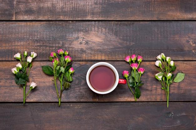 バラとコーヒーのカップ 無料写真