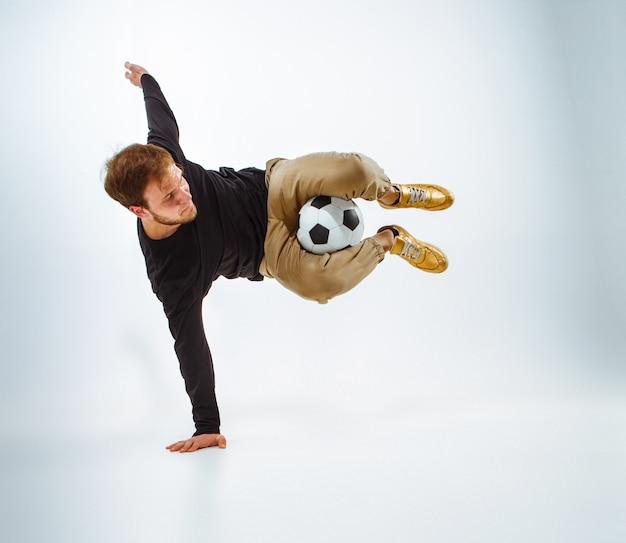 ボールを持つファンの肖像画 無料写真
