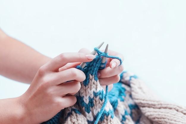 趣味のコンセプト-編み物 無料写真