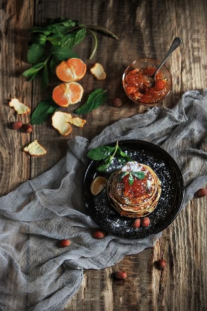 木製のテーブルに自然なマンダリンジャム 無料写真