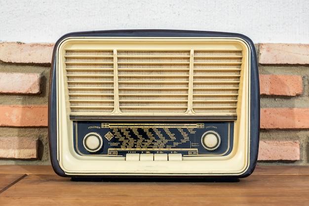 Радио прошлого века, они являются подлинными реликвиями, которые до сих пор работают Premium Фотографии