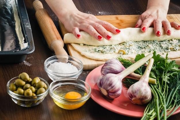 Багетное приготовление теста для хлеба Premium Фотографии