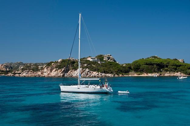 ボートセーリングフェイスサンタマリア島 Premium写真