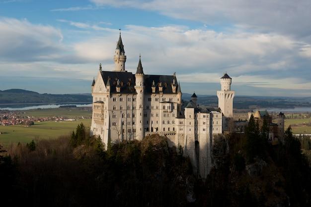 バイエルン州のノイシュヴァンシュタイン城 Premium写真