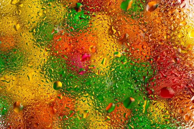 水とガラスの抽象的なカラフルなテクスチャ背景が値下がりしました。 Premium写真