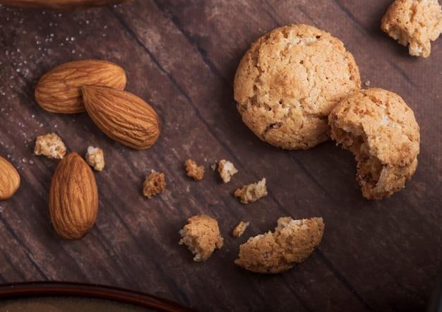生アーモンドと自家製アーモンドビスケットクッキー Premium写真