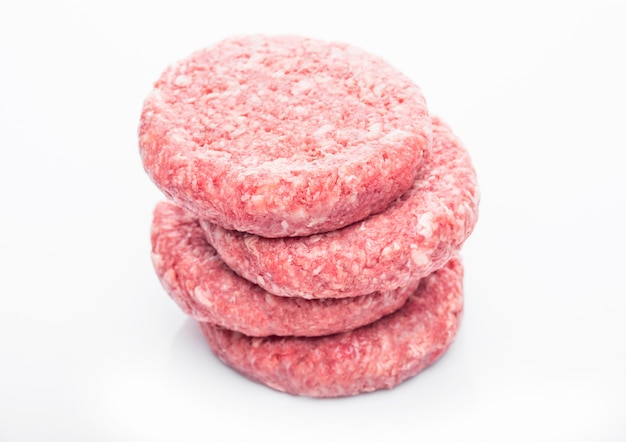 反射と生の新鮮な牛肉のハンバーガー Premium写真