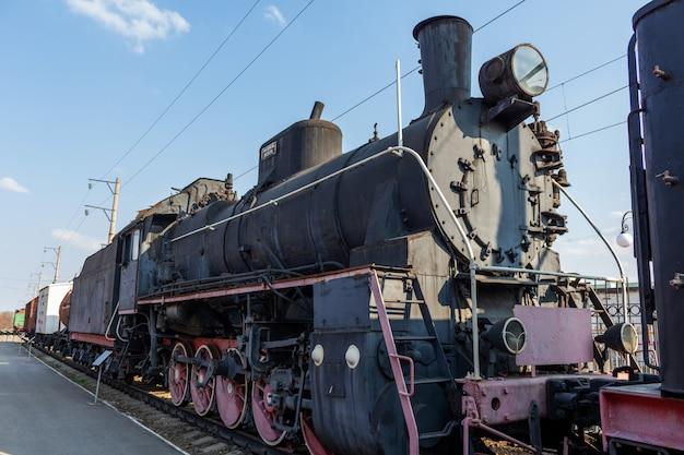 古い歴史的なビンテージレトロな列車 Premium写真