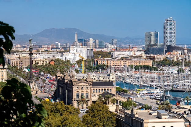 モンジュイック山からのバルセロナの眺め Premium写真
