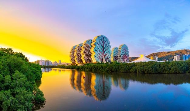 三亜のツーリストコンプレックスビューティークラウンホテルは世界最大のホテルです Premium写真