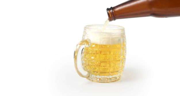 Стакан пива, изолированный Premium Фотографии