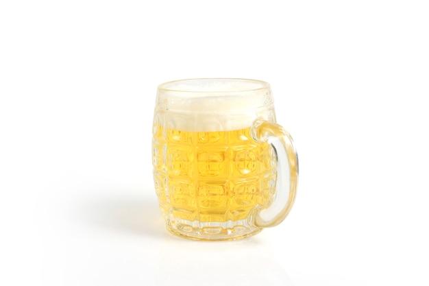 Стакан пива, изолированные на белом фоне поверхности Premium Фотографии