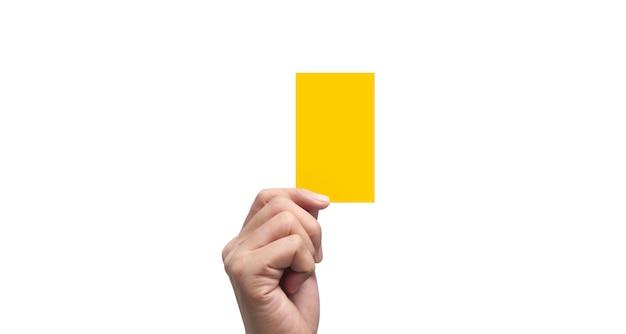 Рука рефери держа желтые карточки. изолированные Premium Фотографии