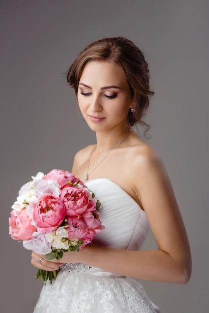 花嫁のウェディングブーケ Premium写真