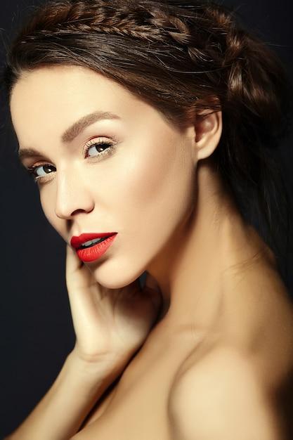 新鮮な毎日のメイクとピンクの唇を持つ女性 無料写真