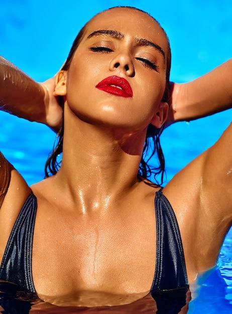 黒水着で黒髪の美少女モデル 無料写真