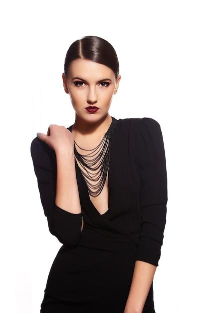 Брюнетка на черной одежде Бесплатные Фотографии