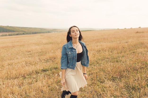 Молодая и красивая девушка Бесплатные Фотографии