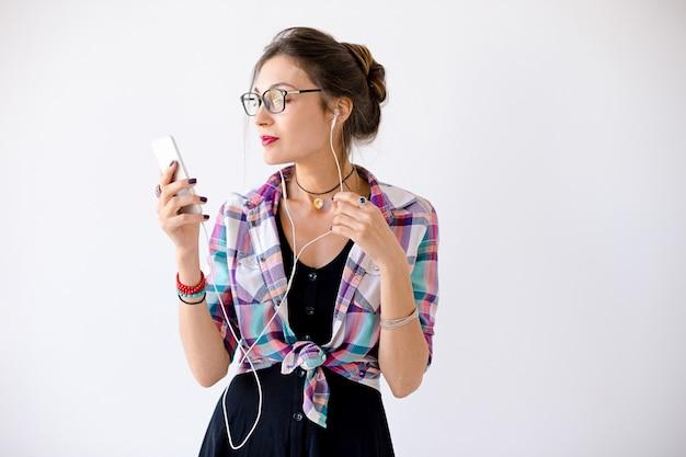 Женщина в клетчатой рубашке в очках Бесплатные Фотографии