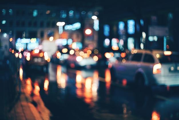 夜のぼやけた街。ボケ Premium写真