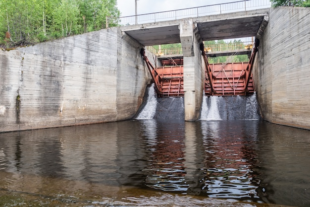 Запас воды на гидроэлектростанции Premium Фотографии