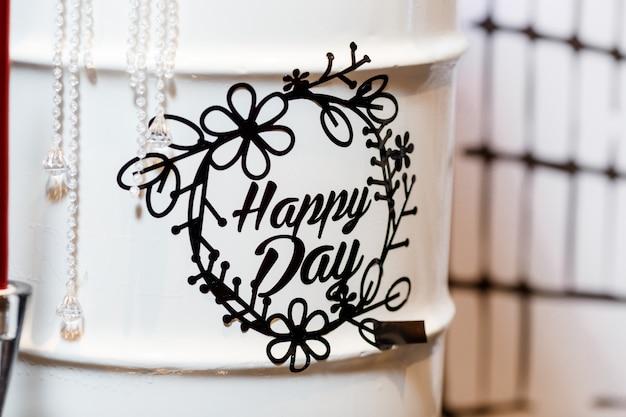 誕生日パーティーの装飾の幸せな日レタリング Premium写真