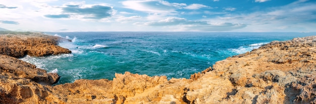 アカマス半島のターコイズベイ Premium写真