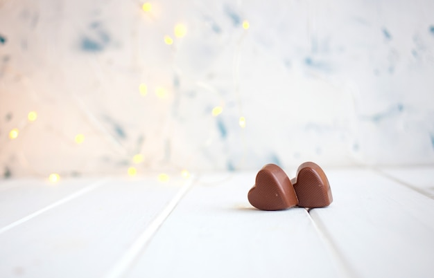 Шоколад с сердцем на день святого валентина и боке. Premium Фотографии