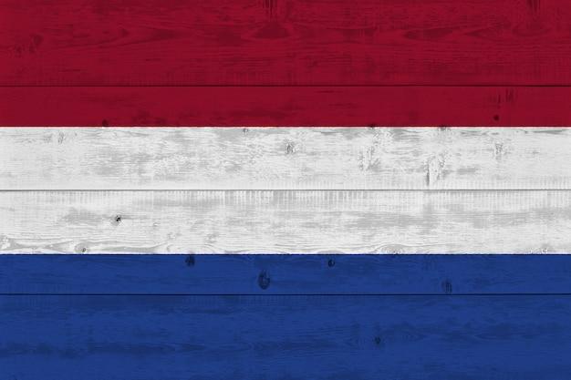 古い木の板に描かれたオランダの国旗 Premium写真