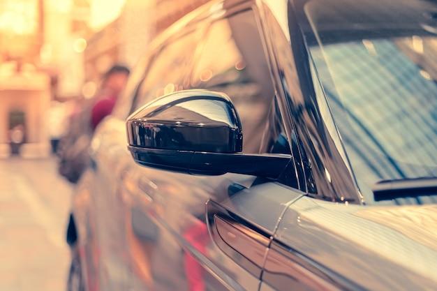 現代の車のバックミラー Premium写真
