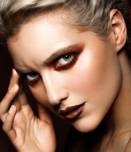 Чувственный гламур портрет красивой женщины модели леди Premium Фотографии