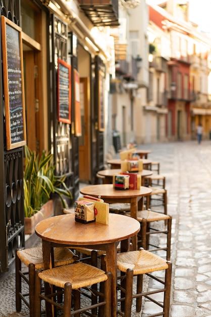 Одна из красивых улиц в малаге Premium Фотографии
