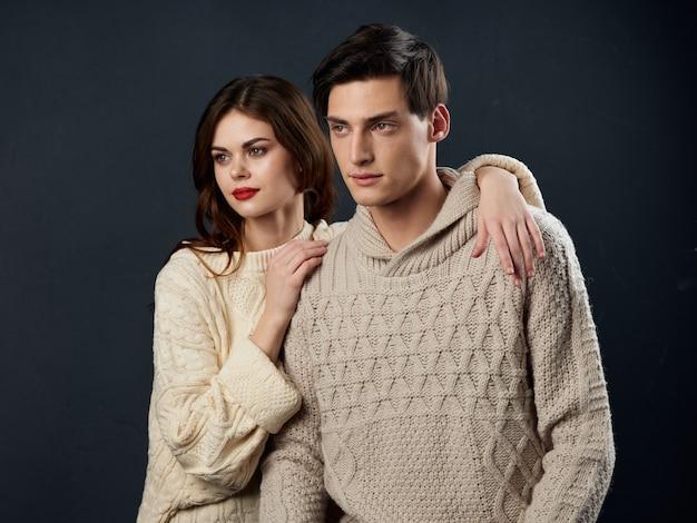 Стильная молодая пара мужчина и женщина, сексуальные отношения, пара моделей, Premium Фотографии