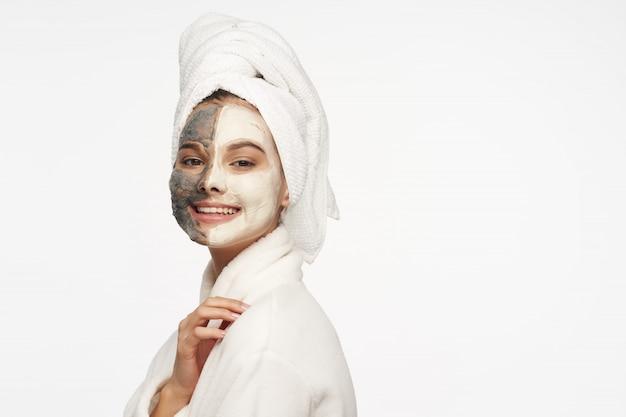 女性の顔のケア、マスク、ポートレート Premium写真