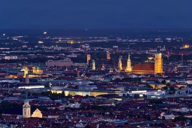 ミュンヘン、ドイツの夜空撮 Premium写真