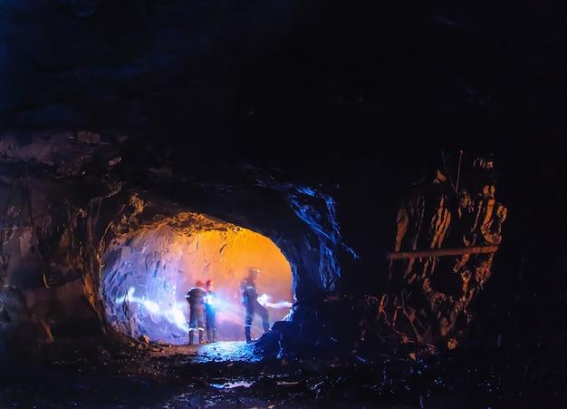 大きな洞窟の掘り出し物 Premium写真
