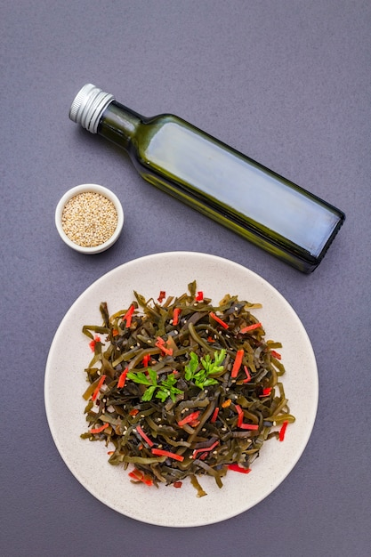 Салат ламинария (ламинария) Premium Фотографии